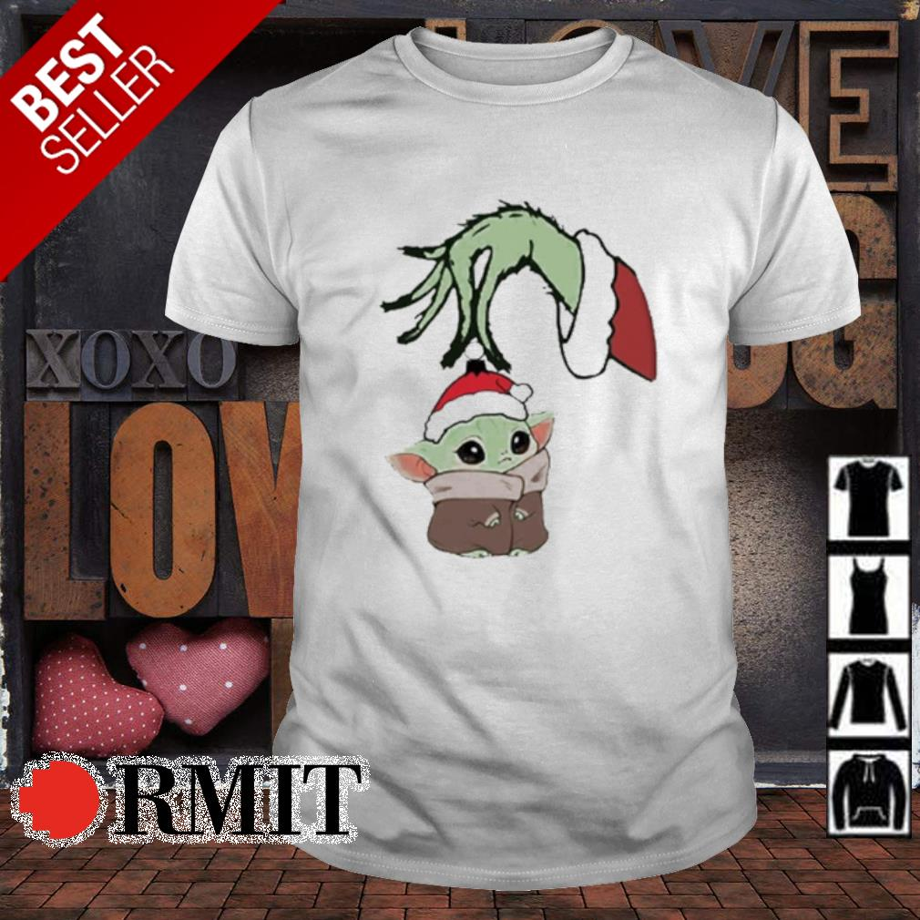Grinch hand holding Baby Yoda Christmas shirt